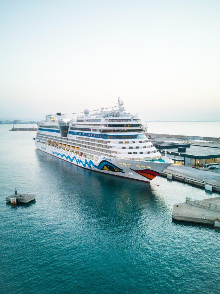 AIDAstella im Hafen von Palma de Mallorca
