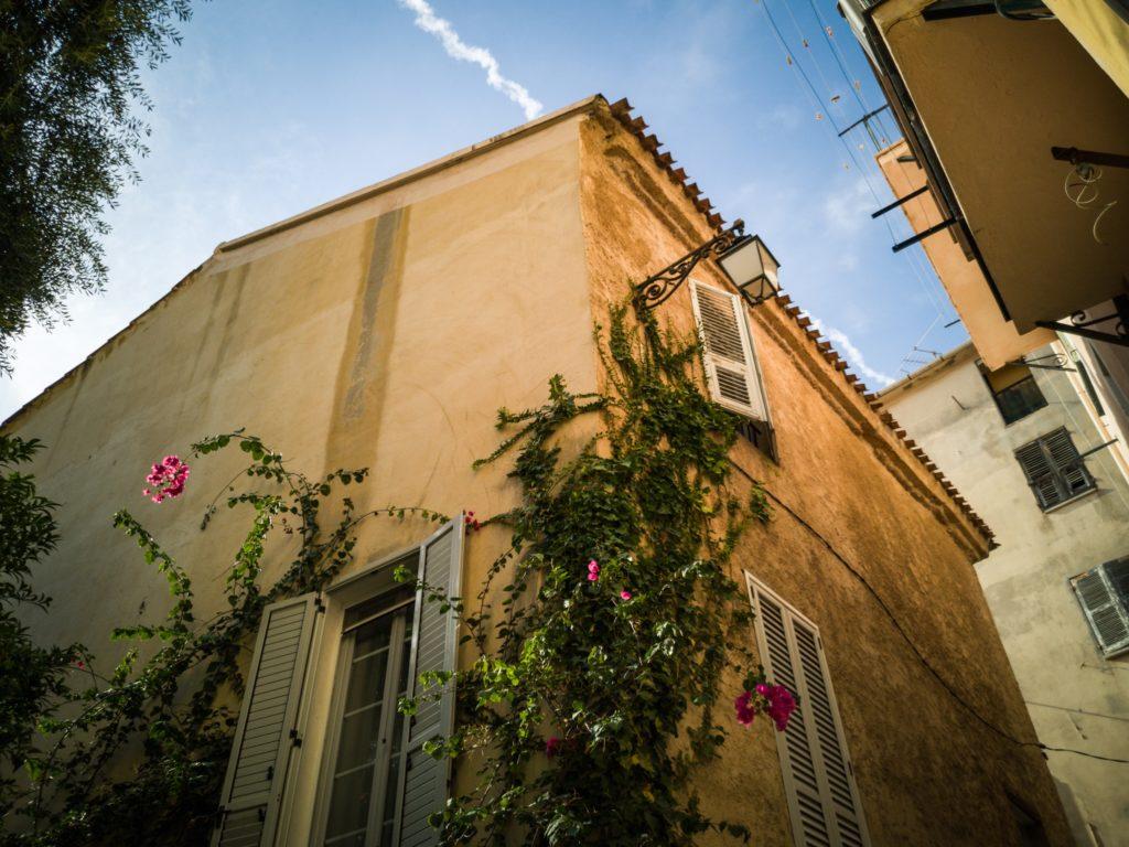 Ein Haus in Ajaccio in der Nähe des Geburtshauses von Napoleon Bonaparte.